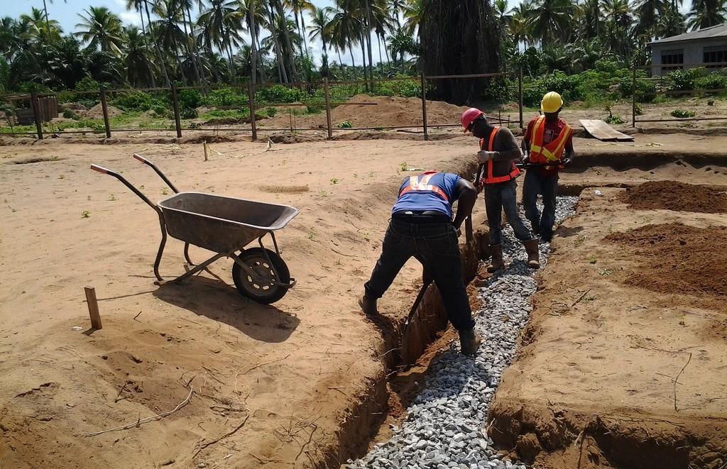 image: digging trench at Ahobre