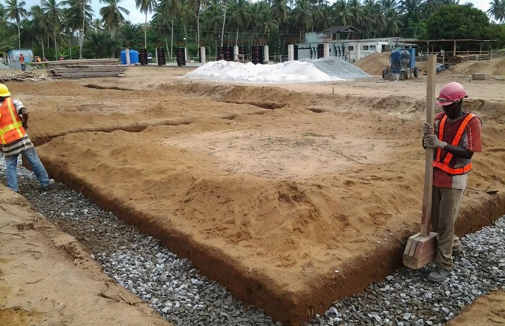 image: filling trench at Ahobre