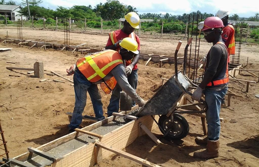 image: pouring foundation beam concrete