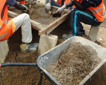 Image: sieving sand Domunl