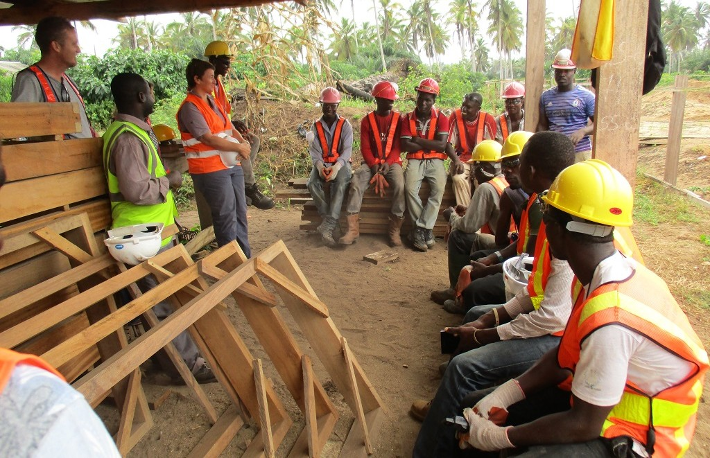 image: save the children meeting ahobre site team