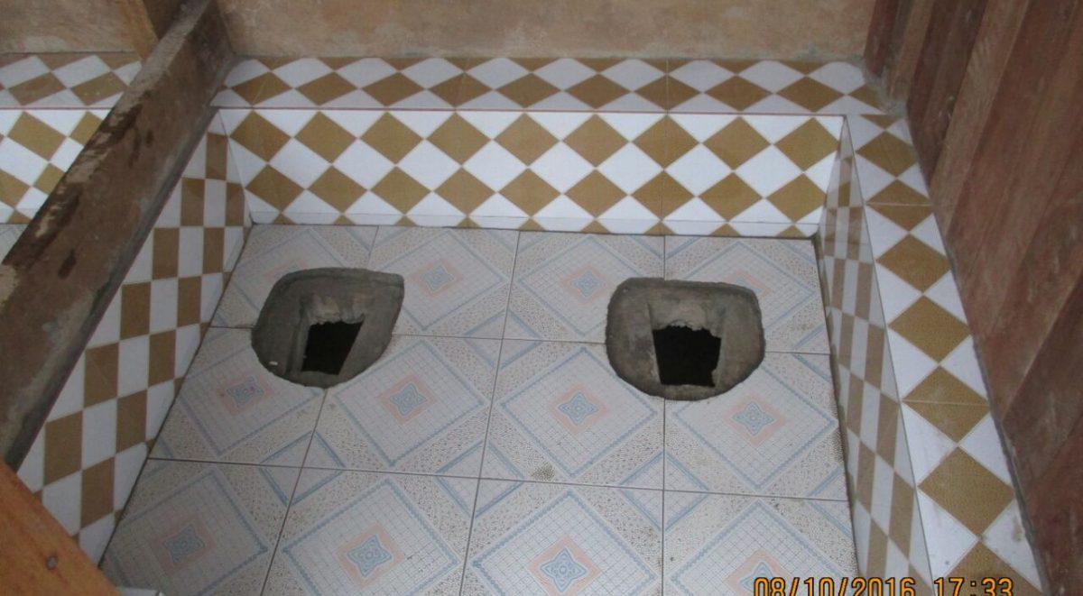 image: tiling in toilet